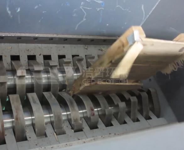 生物质木材破碎机现场视频