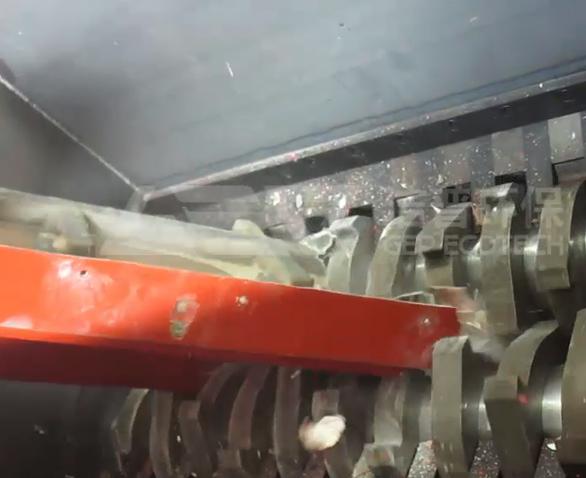 比亚迪客户玻璃纤维+钢管撕碎机试机视频