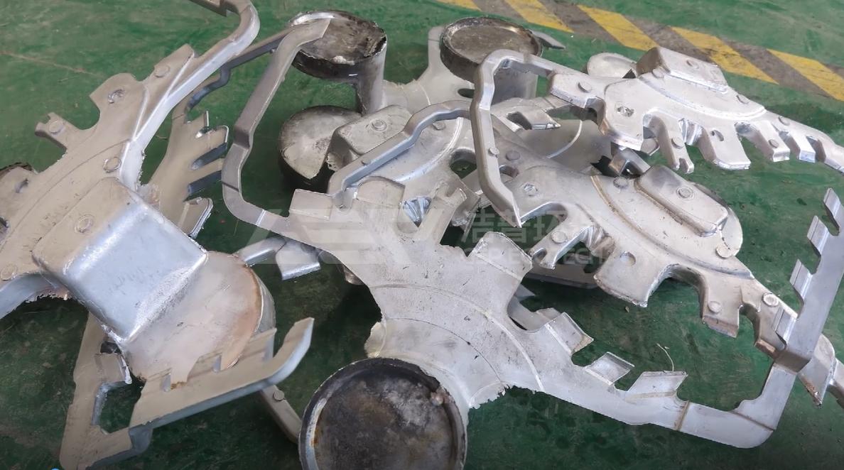 双轴撕碎机破碎废旧铝合金铸件试机视频